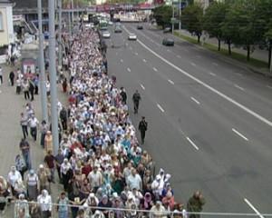 Biélorussie: près de 5000 pèlerins prennent part à une procession religieuse de Minsk à Sloutsk