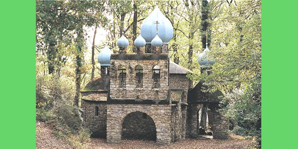 Le skit  du Saint-Esprit, à Le-Mesnil-Saint Denis, inscrit au « Patrimoine du XXe siècle » par le ministère de la Culture