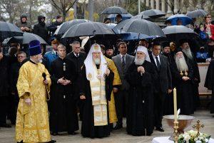 Le patriarche Cyrille et le patriarche Irénée ont inauguré un monument au tsar Nicolas II à Belgrade