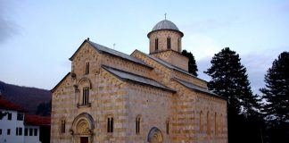 Le portail sécurisé du monastère de Visoki Dečani au Kosovo vient d'être achevé