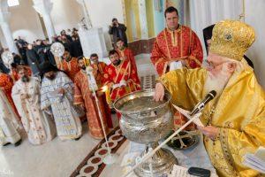 La célébration de la Théophanie, la bénédiction des eaux en Albanie