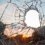 Des Albanais du Kosovo ont jeté des pierres sur un autobus de pèlerins serbes