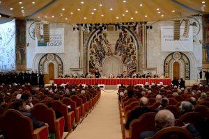 Le Conseil mondial du peuple russe, organisation présidée par le patriarche de Moscou Cyrille, demande un moratoire sur la publication de caricatures offensant les sentiments religieux
