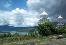 Le ministre des Affaires étrangères de la Fédération de Russie, Serge Lavrov, a offert une icône de saint Georges à un monastère orthodoxe au Guatemala