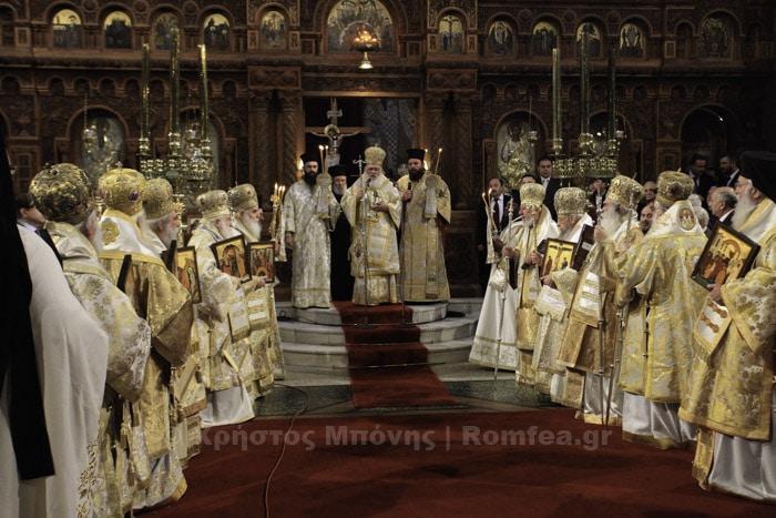 Liturgie concélébrée par les membres du Saint-Synode de l'Église orthodoxe de Grèce à Athènes, à l'occasion du Dimanche de l'orthodoxie
