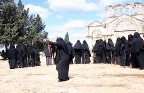 « L'État islamique » entraîne des femmes-combattantes dans les ruines du monastère de saint Siméon le Stylite, en Syrie