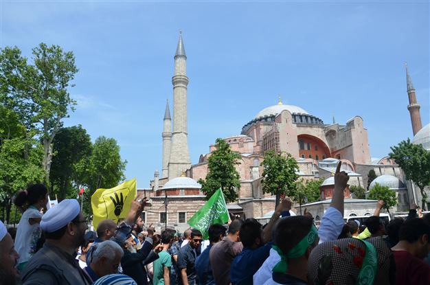 Des centaines de manifestants ont réclamé à Istanbul la transformation de Sainte-Sophie en mosquée