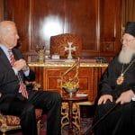 Le Prix des droits de l'homme Athénagoras au vice-président des Etats-Unis