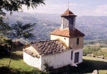 Une église orthodoxe serbe a été pillée au Kosovo