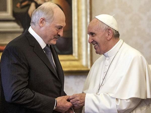 Le président biélorusse Alexandre Loukachenko a proposé au pape une rencontre avec le patriarche Cyrille en Biélorussie