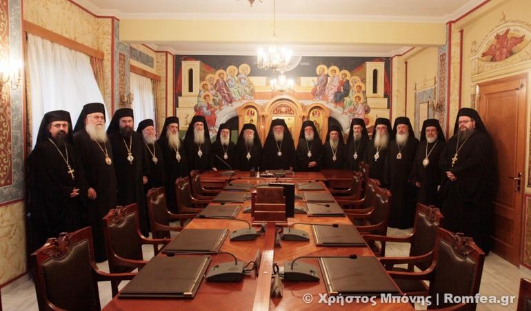Une dizaine de cocktails Molotov ont été jetés par des anarchistes dans la cour du bâtiment du Saint-Synode de l'Église de Grèce à Athènes