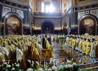 Office solennel à l'église du Christ Sauveur pour les 70 ans du patriarche Cyrille
