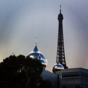 La consécration de la nouvelle cathédrale orthodoxe russe dans la presse