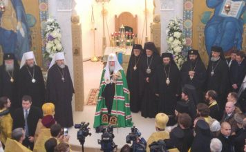 Vidéo de la première liturgie à la cathédrale de la Sainte-Trinité à Paris
