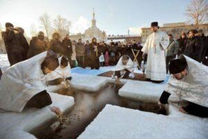 «En Russie, le bain glacé de la Théophanie»