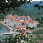 L'higoumène du monastère schismatique d'Esphigménou, sur le Mont Athos, est condamné à vingt ans de prison pour des actes de violence commis en juillet 2013