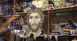 Dix tonnes de mosaïques destinées à la cathédrale Saint-Sava de Belgrade sont arrivées depuis Moscou dans la capitale serbe