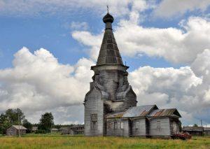 En Russie, des bénévoles font renaître des églises en bois et leurs villages
