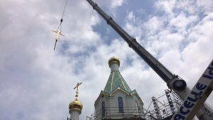 A Strasbourg : la croix est installée sur la flèche de la nouvelle église orthodoxe russe