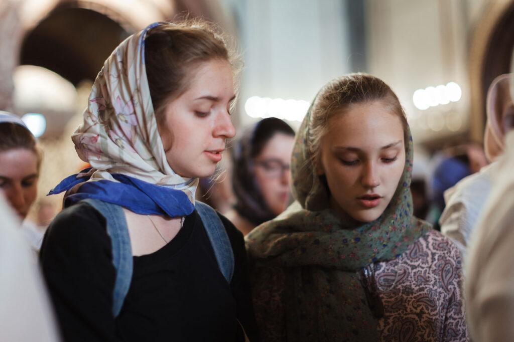À Moscou l'office d'intercession à saint Nicolas destiné à la jeunesse a rassemblé 800 jeunes gens et jeunes filles