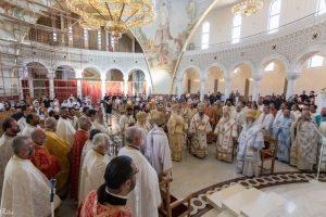 Liturgie solennelle à Tirana à l'occasion du 25ème anniversaire de la nomination de l'archevêque Anastase à la tête de l'Église orthodoxe d'Albanie