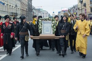 À Saint-Pétersbourg, 100 000 personnes ont participé à la procession de saint Alexandre de la Neva avec l'icône miraculeuse de la Mère de Dieu de Soumela, venue de Grèce