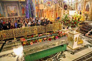Le 1er janvier, des centaines de fidèles ukrainiens sont venus vénérer les reliques de saint Amphiloque de Potchaïev