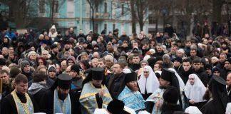 Les fidèles défendent le Monastère Dîme à Kiev