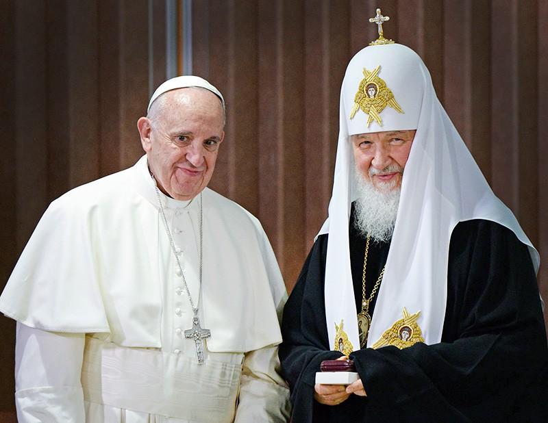 Le secrétaire général de la Conférence des évêques catholiques de Russie considère que la société russe n'est pas prête à recevoir la visite du pape de Rome