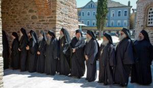 La Sainte Communauté du Mont Athos se prononce à l'unanimité pour le rassemblement qui aura lieu à Athènes dimanche pour protester contre l'attribution du nom de « Macédoine » à l'Ancienne République Yougoslave de Macédoine (FYROM)