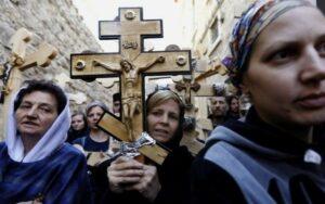 Les fidèles des églises d'Ukraine saisies par les schismatiques organisent une procession à Jérusalem le Vendredi Saint