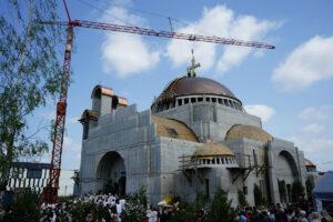 La première liturgie a été célébrée en la nouvelle cathédrale Sainte-Sophie de Varsovie