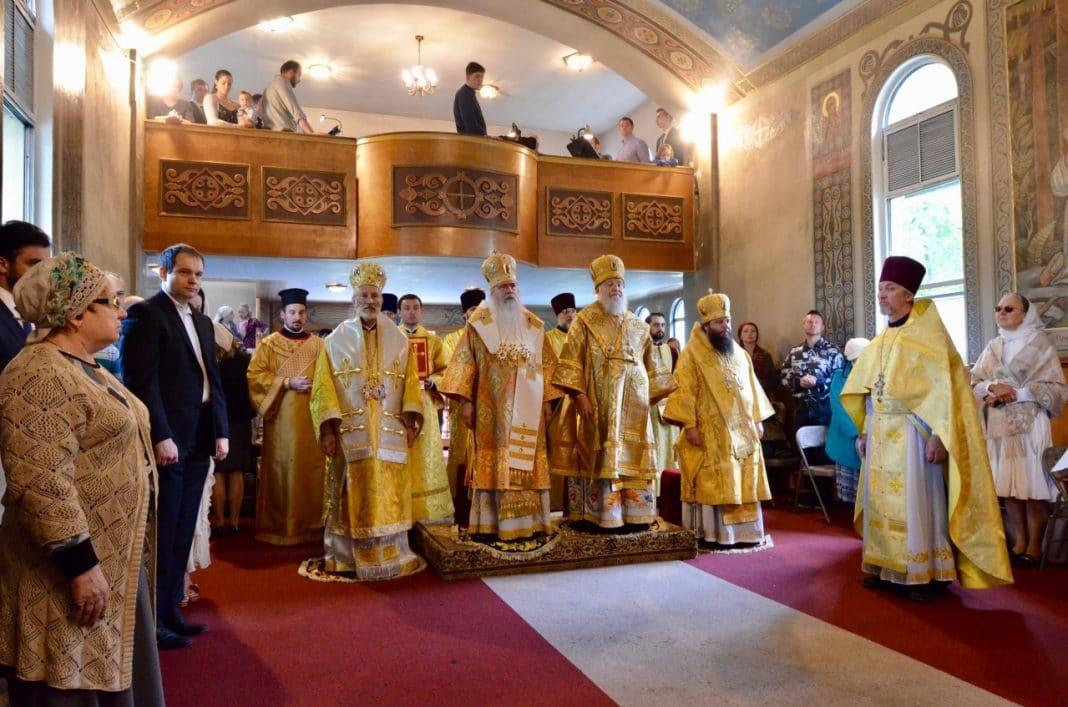 Les métropolites Tikhon (Église orthodoxe en Amérique) et Hilarion (Église russe hors-frontières) ont concélébré la Liturgie au couvent de Novo-Diveevo (État de New York)