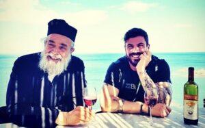 Le célèbre chef-cuisinier grec Akis Petretzikis rencontre le «chef athonite», père Épiphane de Mylopotamos