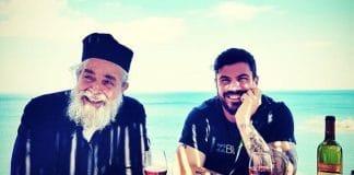 Le célèbre Chef-cuisinier grec Akis Petretzikis rencontre le père Épiphane de Mylopotamos, le Chef athonite