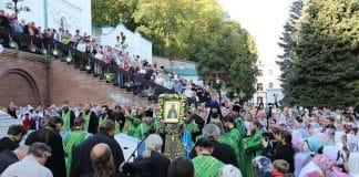 500 prêtres et diacres et des milliers de fidèles ont célébré la fête de saint Jean le Reclus à la laure de Sviatogorsk (Ukraine)