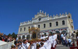 Des milliers de fidèles à Tinos (Grèce) pour la fête de la Dormition de la Mère de Dieu