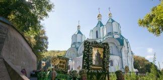 Les trois principaux monastères de l'Église orthodoxe d'Ukraine : Kiev, Potchaïev et Sviatogorsk, sont « catégoriquement opposés à l'autocéphalie »
