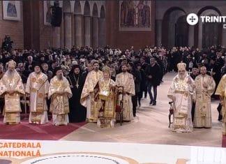 Le patriarche œcuménique Bartholomée et le patriarche de Roumanie Daniel ont célébré la première Liturgie en la nouvelle cathédrale de Bucarest