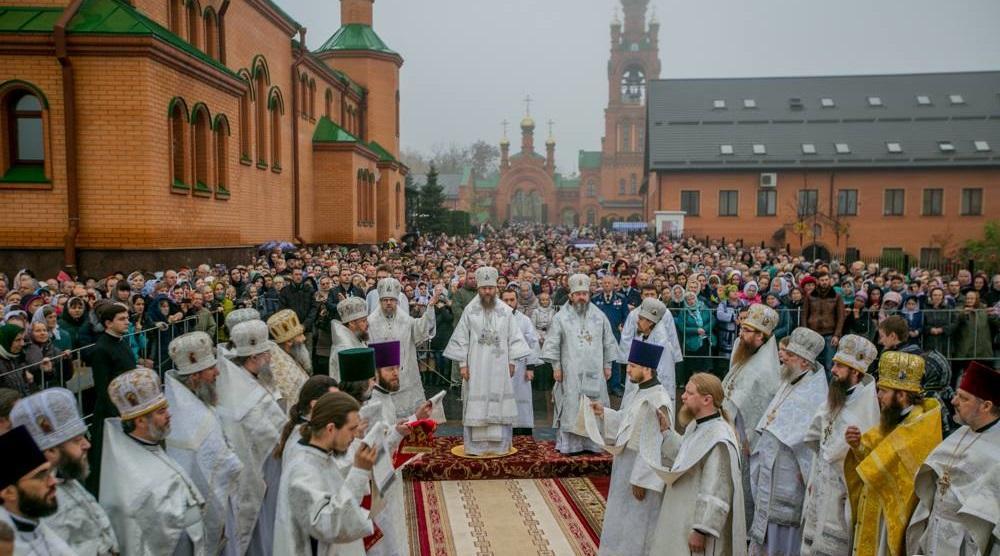 Plus de 100.000 fidèles sont venus au monastère de la Protection de la Mère de Dieu à Goloseevo (Kiev) à l'occasion du trentième anniversaire du trépas de la bienheureuse Alypia