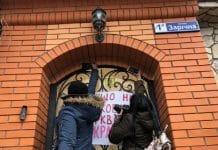 Des partisans de « l'autocéphalie » ont attaqué la résidence du métropolite canonique de Krivoï Rog (Ukraine)