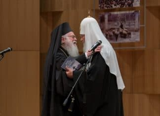 L'archevêque Anastase, primat de l'Église orthodoxe d'Albanie craint que le projet d'autocéphalie ukrainienne devienne « une marche sur un champ de mines ».