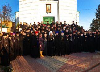 40 prêtres de la ville de Vinnitsia (Ukraine) se sont prononcés contre l'attitude de leur métropolite, Mgr Syméon, qui a refusé de signer la déclaration de l'épiscopat canonique ukrainien