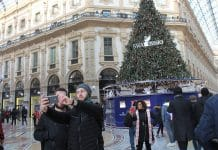 Le chœur de l'Académie ecclésiastique et du Séminaire de Kiev ont organisé une « flashmob » au centre de Milan en soutien à l'Église orthodoxe d'Ukraine et son primat le métropolite Onuphre