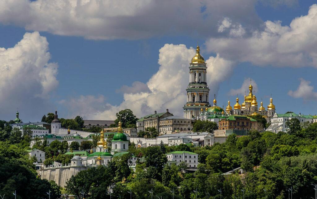 Le président ukrainien Vladimir Zelensky a confirmé le droit de l'Église orthodoxe ukrainienne à disposer de la laure des Grottes de Kiev