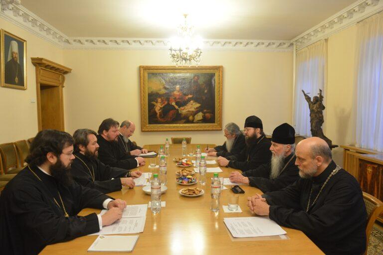 Au DREE, une réunion de la commission chargée de discuter du fonctionnement des diocèses et des paroisses de l'étranger