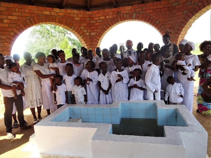 Des baptêmes en République du Congo