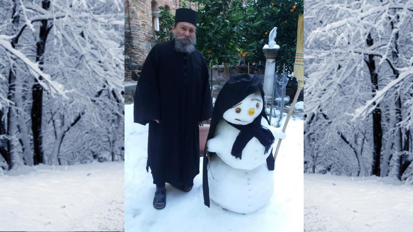 Fête de Noël enneigée sur le Mont Athos