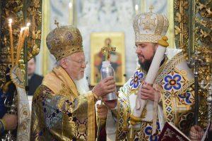 La remise du tomos d'autocéphalie de «l'Église orthodoxe autocéphale d'Ukraine»