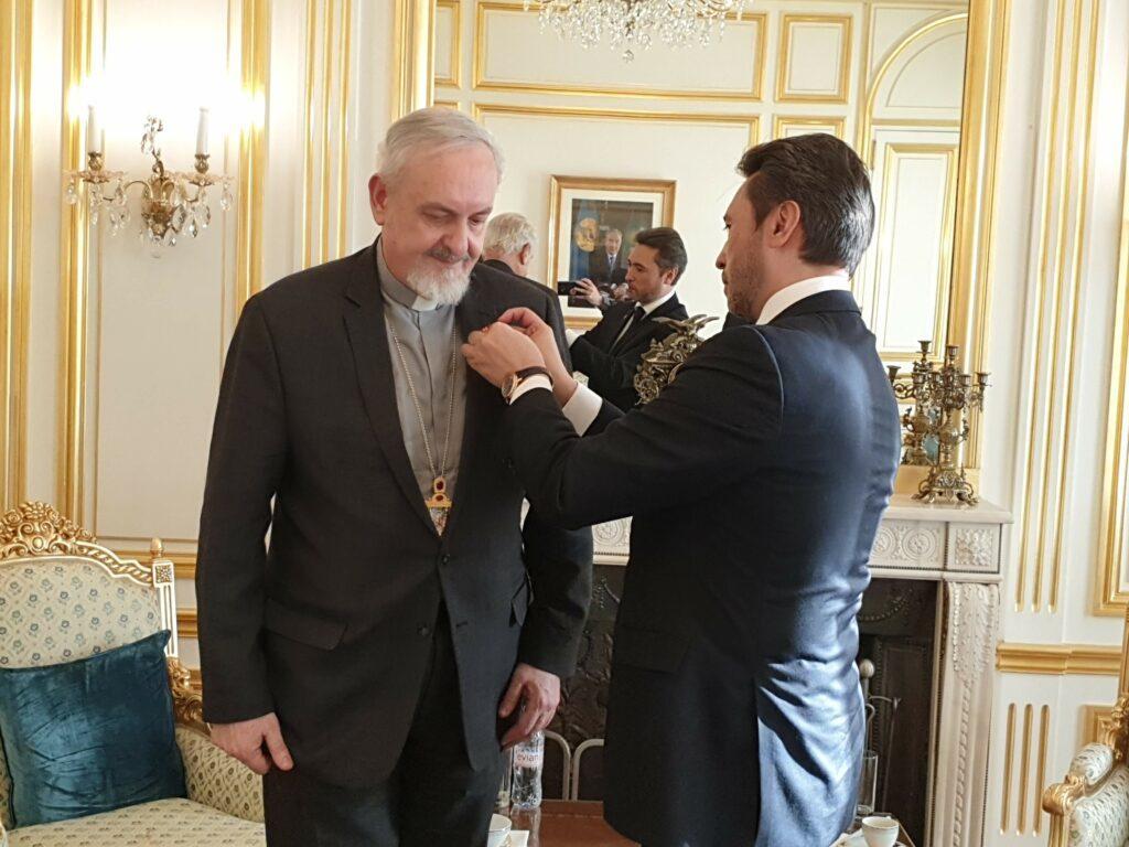 Le métropolite de France du patriarcat de Constantinople décoré de l'Ordre de l'Amitié du Kazakhstan
